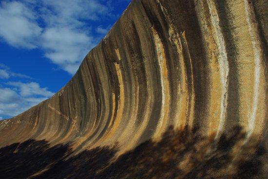 Wave Rock Cabins & Caravan Park : The rock