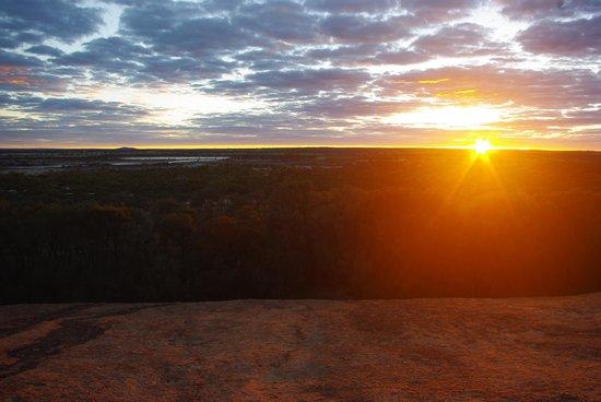Wave Rock Cabins & Caravan Park : Lovley sun rise