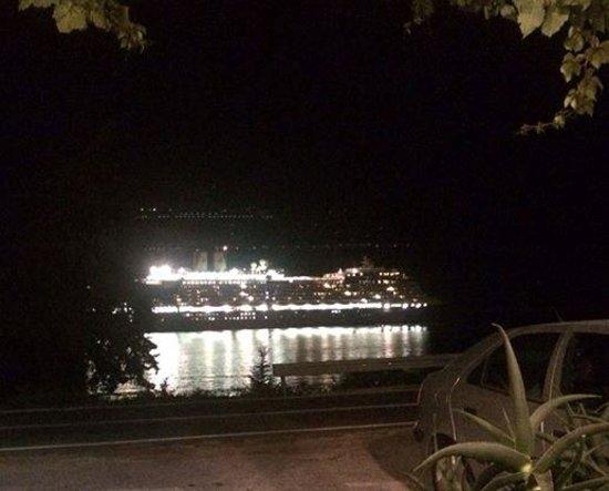 Konoba Dubrovnik : Cruise Ship Going By at Night