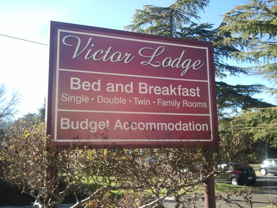Victor Lodge: Sign board