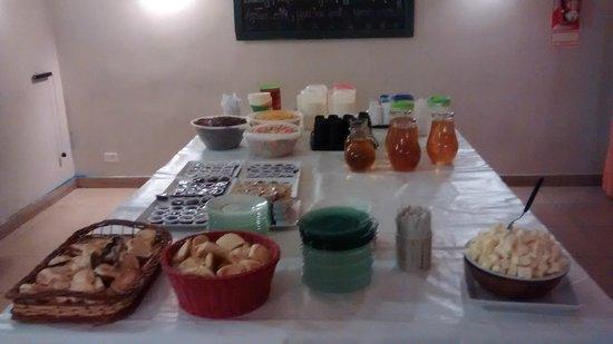 Milhouse Hostel Avenue: Café da manhã.