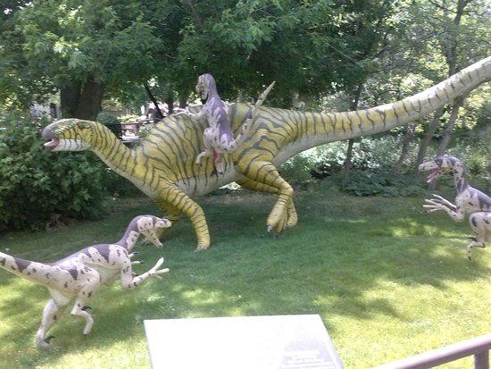 George S. Eccles Dinosaur Park: Statues