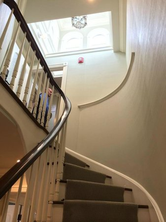 Saybrook Point Inn & Spa: Winding Staircase