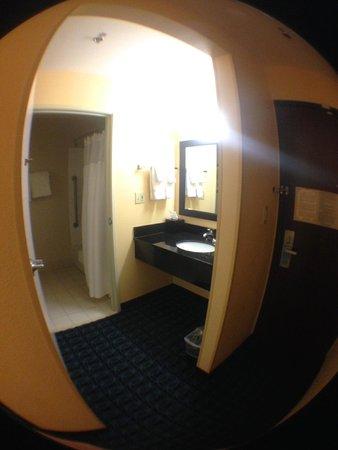 Fairfield Inn Santa Clarita Valencia: Bathroom/sink/door