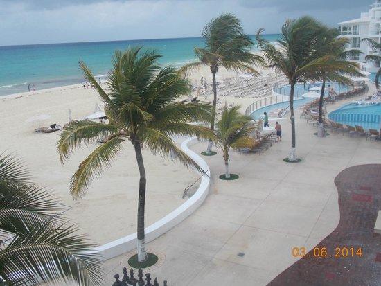 Playacar Palace: Zona de Playa y piscinas