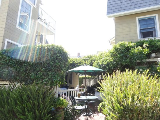 Bath Street Inn: Garden patio