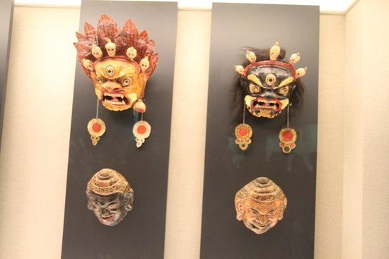 Museo de Historia de Shanghai: Masks in the Costume section
