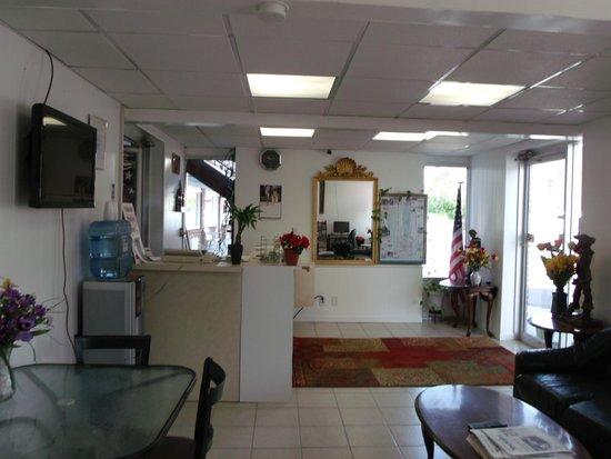 Inn Towne Motel: office