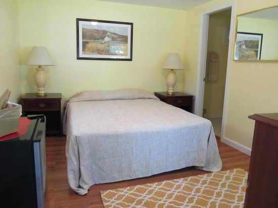Seahorse Resort: Small 1 Room Cottage Motel like Queen Bed