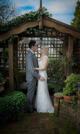 Topiary Haven: Beautiful garden, perfect for photos.