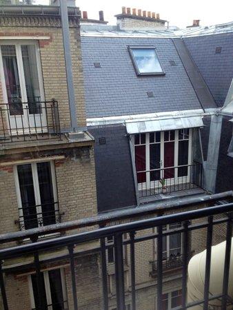 Hôtel Mercure Paris Tour Eiffel Pont Mirabeau : not the best view but quite
