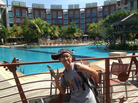 Resorts World Sentosa - Hard Rock Hotel Singapore: hotel with pool