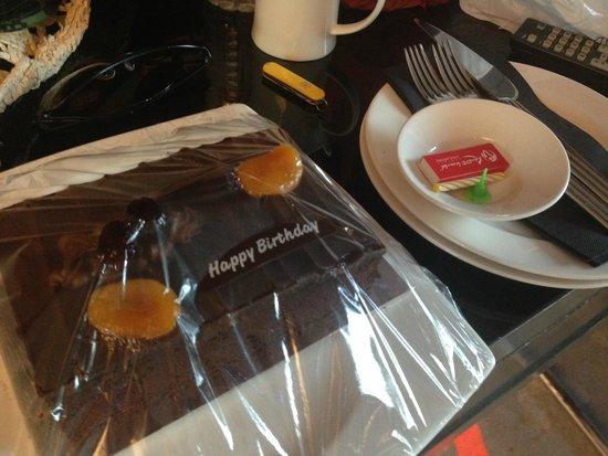 Resorts World Sentosa - Hard Rock Hotel Singapore: Surprise birthday cake (complimentary)
