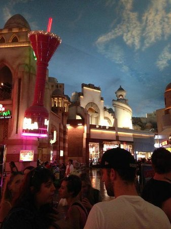Miracle Mile Shops at Planet Hollywood : Night sky during the day in that shopping mall