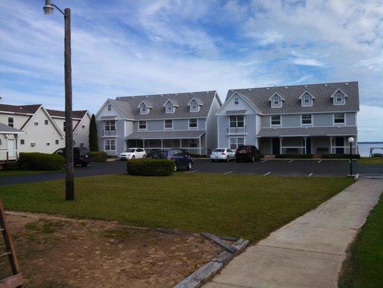 Clearwater Lakeshore Motel: Room Buildings