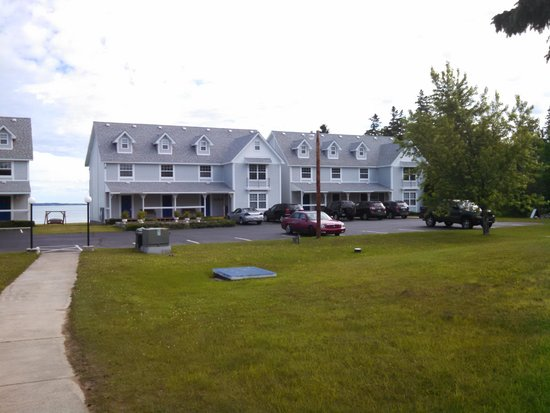Clearwater Lakeshore Motel: Two of the Room Buildings