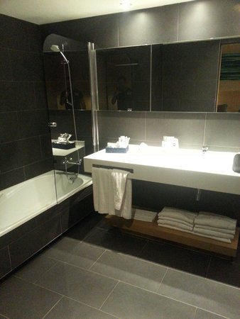 Hotel Atenea Port Barcelona Mataro : Bathroom