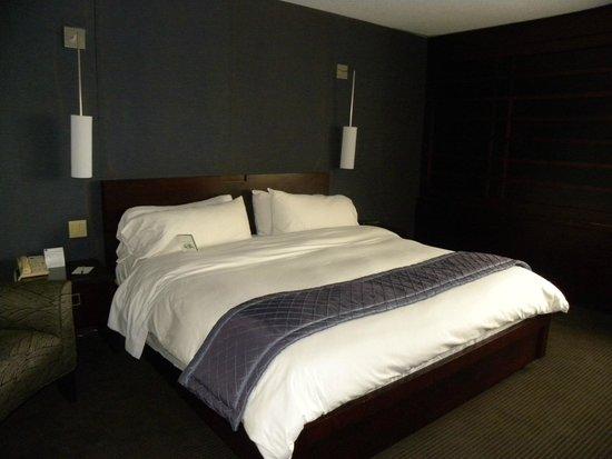 Hotel Ruby Foo's: Room