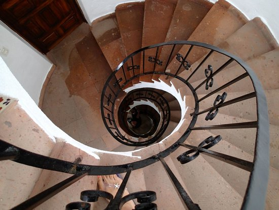 Casa Carole: Spiral staircase looking down from the blue room