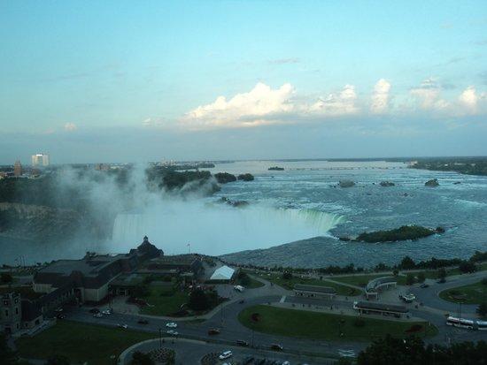 Niagara Falls Marriott Fallsview Hotel & Spa : It was late when we got here