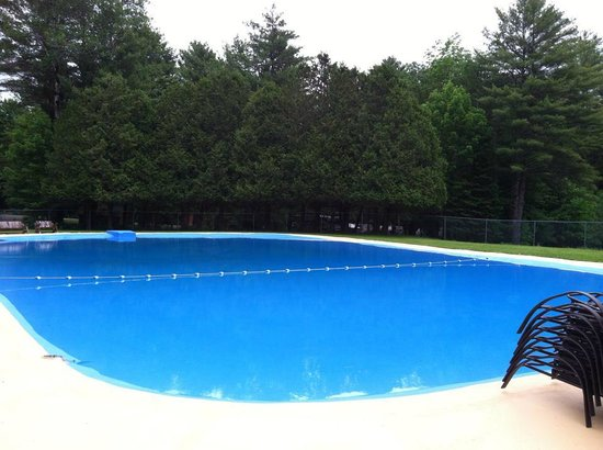 Yogi Bear's Jellystone Park at Yonder Hill : Extremely Clean Pool