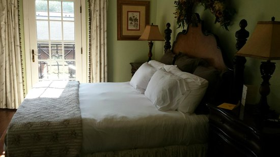 The Village Inns of Blowing Rock: Hillwinds Inn: Davidson Suite Bedroom