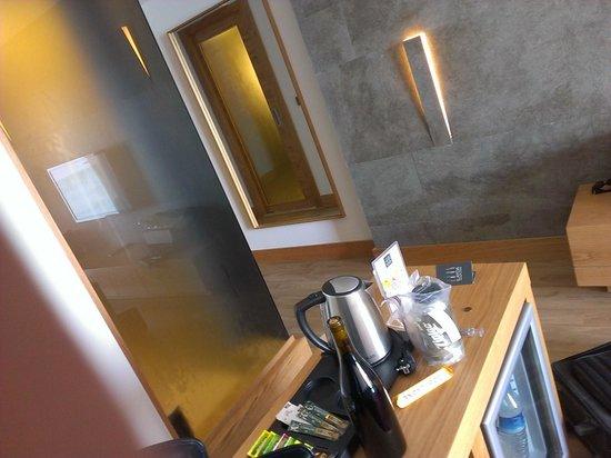 Ilayda Avantgarde Hotel: Mini Bar and Coffee Pot