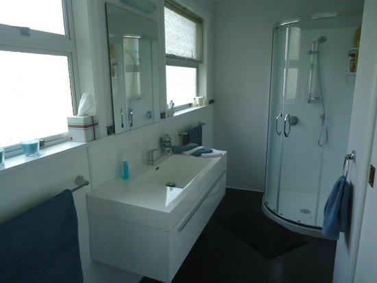 Kakaramea Guest House and Bed & Breakfast: Shared Bathroom and Toilet for in-house bedrooms.
