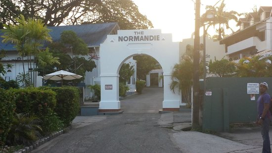 The Normandie Hotel & Conference Centre : View on Entering the Normandie Hotel