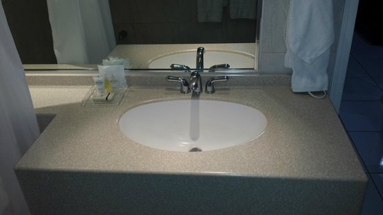 The Normandie Hotel & Conference Centre: Sink with Large Mirror