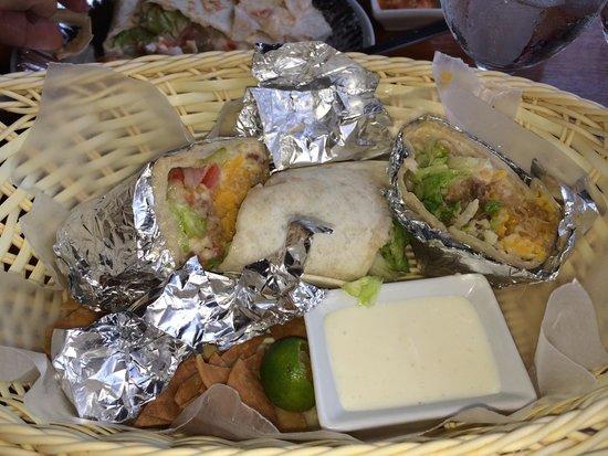 Los Guapos Restaurant : Carnitas burritos
