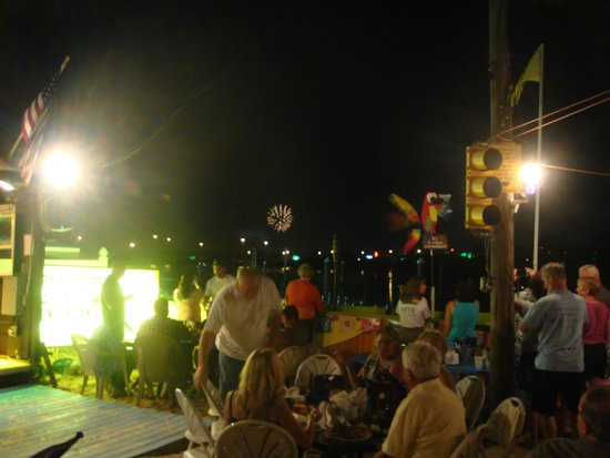 A Taste of Key West : Night falls and the crowd remains