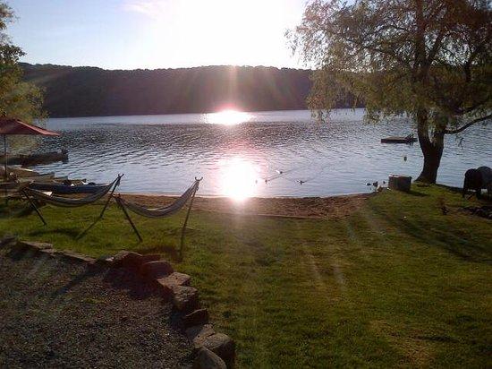 Ogopogo Resort on Mountain Lake : beautiful sunrise on Mountain Lake