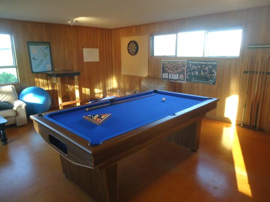 Kakaramea Guest House and Bed & Breakfast: Upstairs Games Room: Cards, Darts, Pool/Snooker.