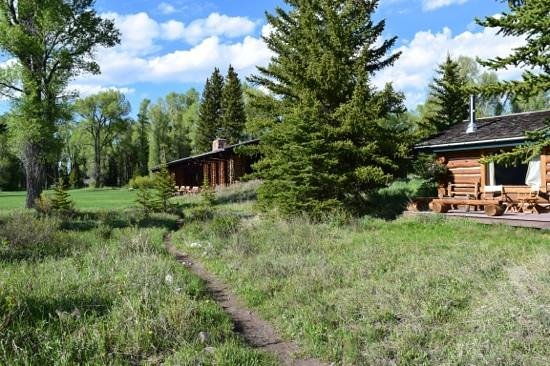 Moose Head Ranch: main lodge and cabin