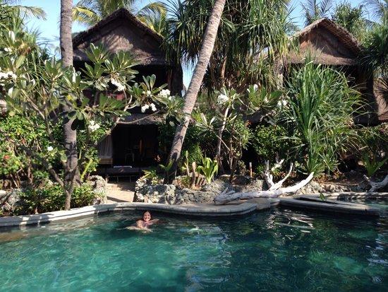 Sunrise Resort: Pool side