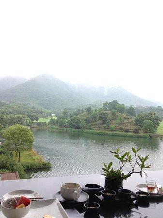 Fuchun Resort: misty terrace view in the morning