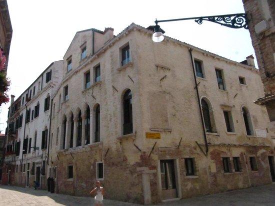 Hotel Ca' Zusto Venezia : Hotel visto da esquina