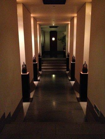 Fuchun Resort: entrance to spa