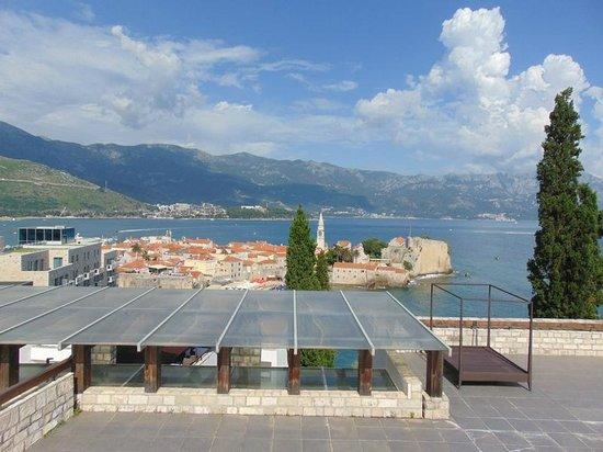 Avala Resort & Villas : Upper infinityu pool