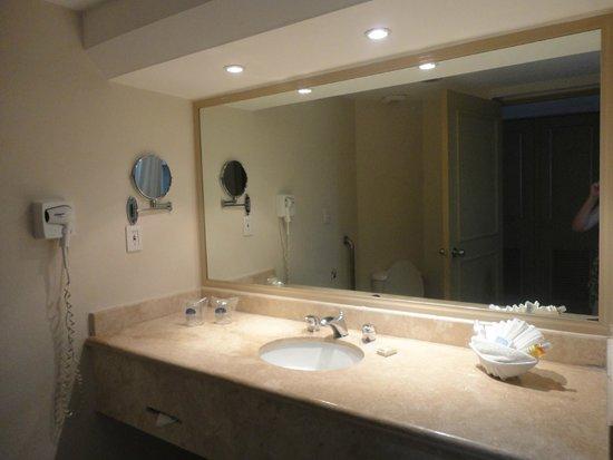 Crown Paradise Club Cancun: Baño de una habitación sencilla