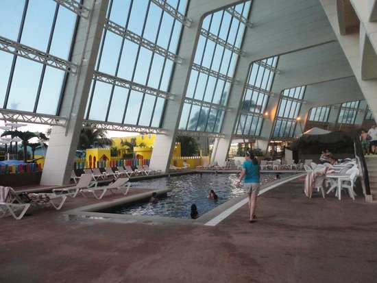 Crown Paradise Club Cancun: Piscina interna del hotel