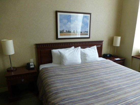 Le Square Phillips Hotel & Suites: Bed 2