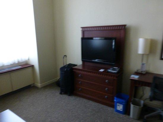 Le Square Phillips Hotel & Suites : TV