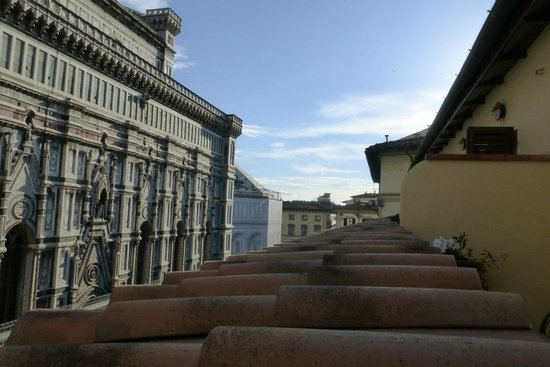 Hotel Duomo Firenze: Looking out from the balcony