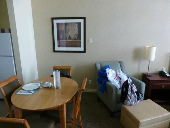 Le Square Phillips Hotel & Suites : Dining table
