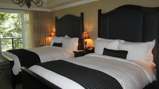 Oak Bay Beach Hotel : Guestroom