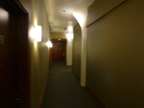 Le Square Phillips Hotel & Suites : Hallway