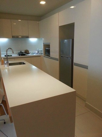 PARKROYAL Serviced Suites Kuala Lumpur : Lovely dining and washing area