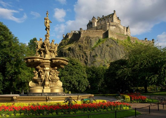 Ross Fountain and Edinburgh Castle from Princes Street Gardens